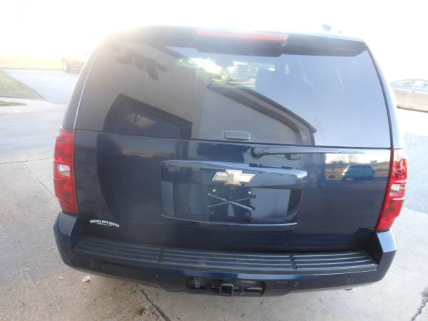 08 Chevrolet Tahoe rear