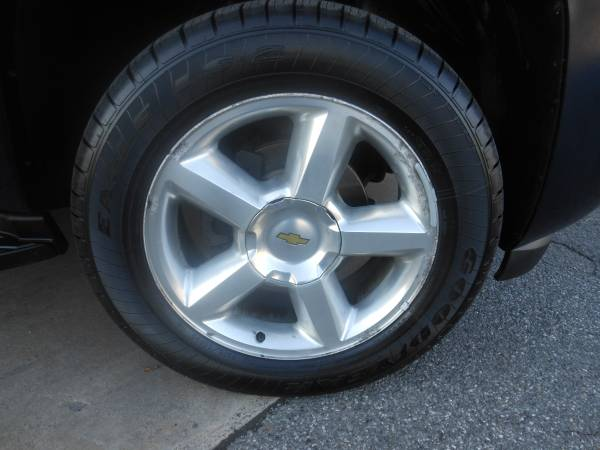 08 Chevrolet Tahoe wheel