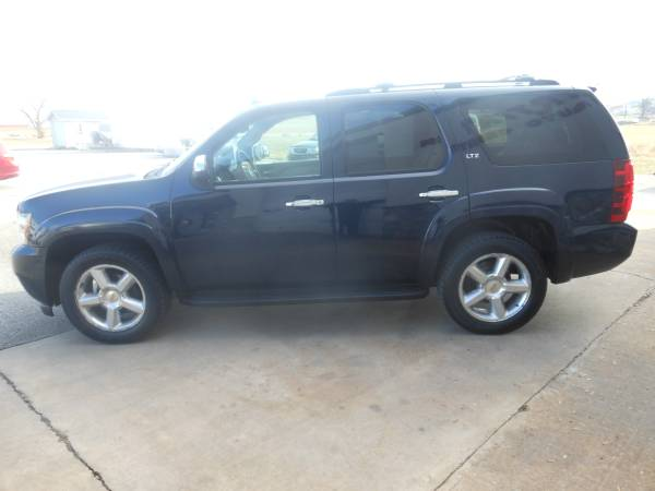 08 Chevrolet Tahoe side2