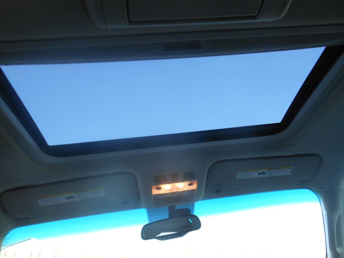 08 Chevrolet Tahoe sunroof