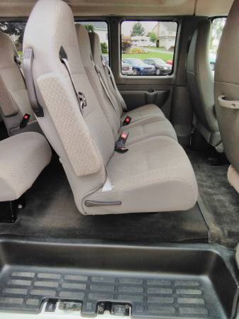 15 Chevy Express 2 middle seat