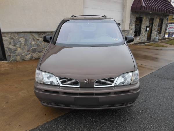 2001 Oldsmobile Silhouette front