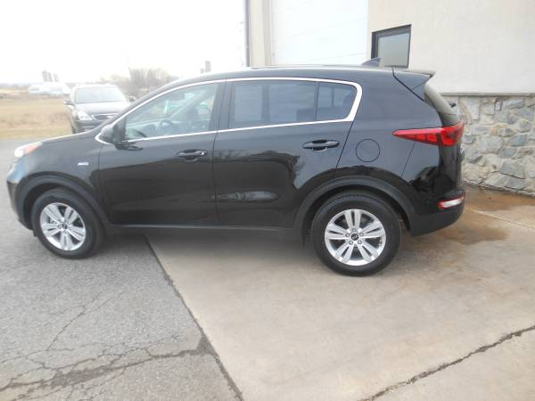 2018 Kia Sportage side2