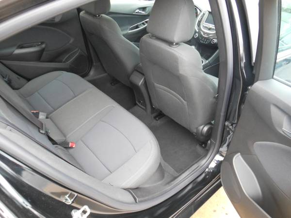 Chevy Cruze 17 backseat