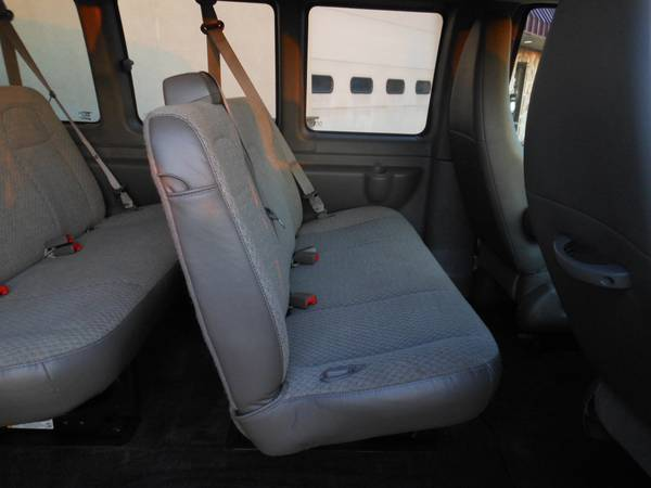 Chevy Express 2014 seats1