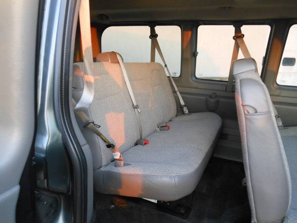 Chevy Express 2014 seats2